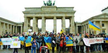 Українці тікають від Порошенка-Гройсмана до Європи