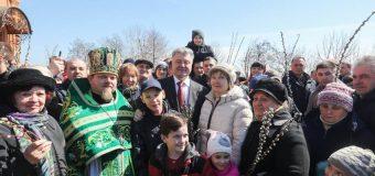 СТРАСТІ  ХРИСТОВІ: Порошенко посвятив вербу у московського попа, який відкривав церкву в «ДНР»…