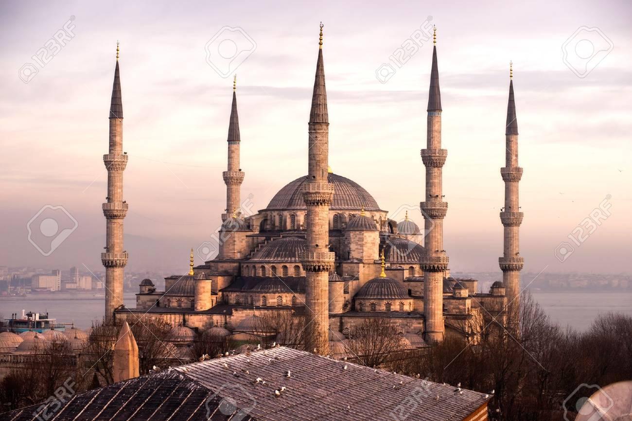 11039838-la-mosquée-bleue-sultanahmet-camii-istanbul-turquie-